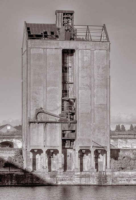 photoblog image Grain Silo at Stanley Dock