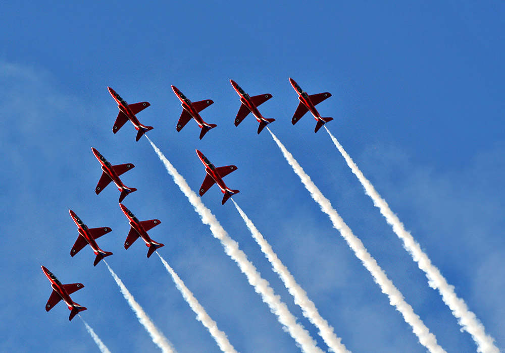 photoblog image Red Arrows - on the way up.
