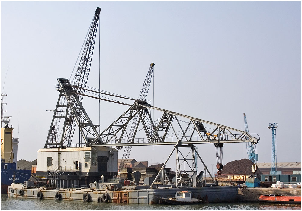 photoblog image The crane in the dock