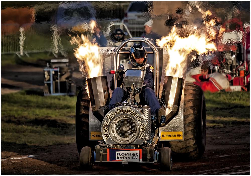 photoblog image The Landy - Extreme Tractor Pulling
