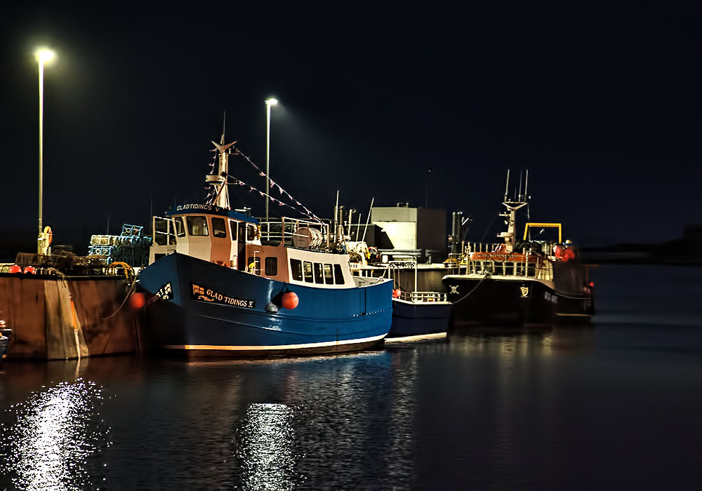 photoblog image Seahouses Harbour by night